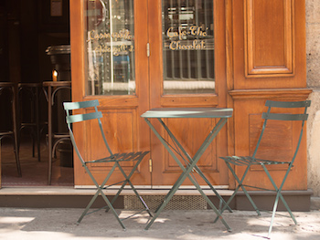 The Five Best Apps for Food-Lovers in Paris will help you find great local coffee shops like Papilles here with its outdoor seating in the sunshine.