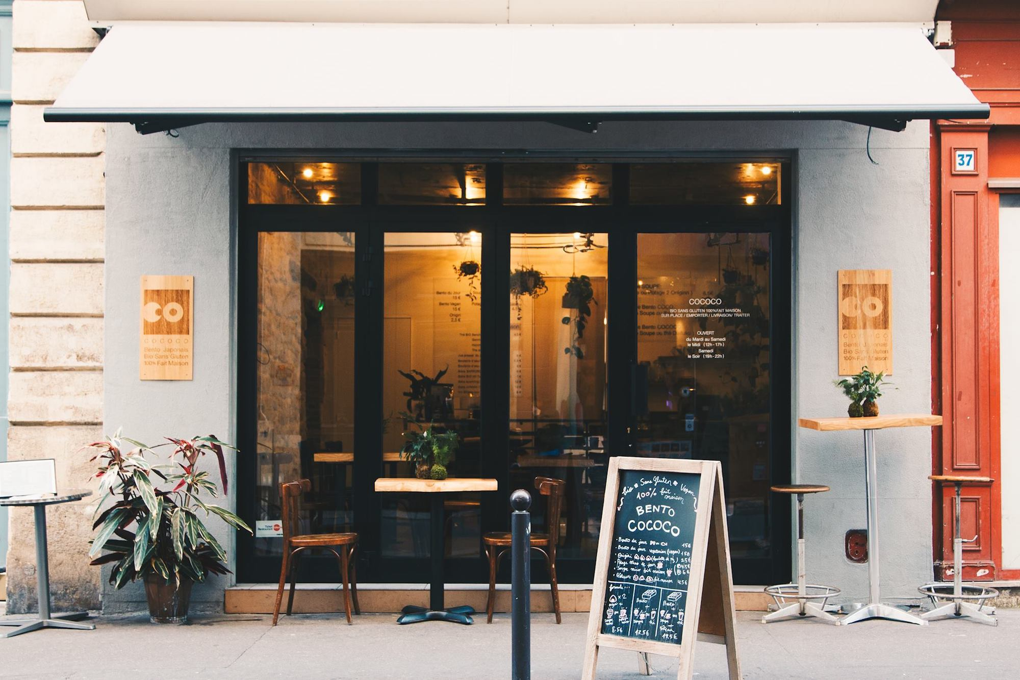 HiP Paris Blog explores healthy living in Paris like food at Bento Cococo restaurant, the exterior seen here with a chalkboard menu outside.