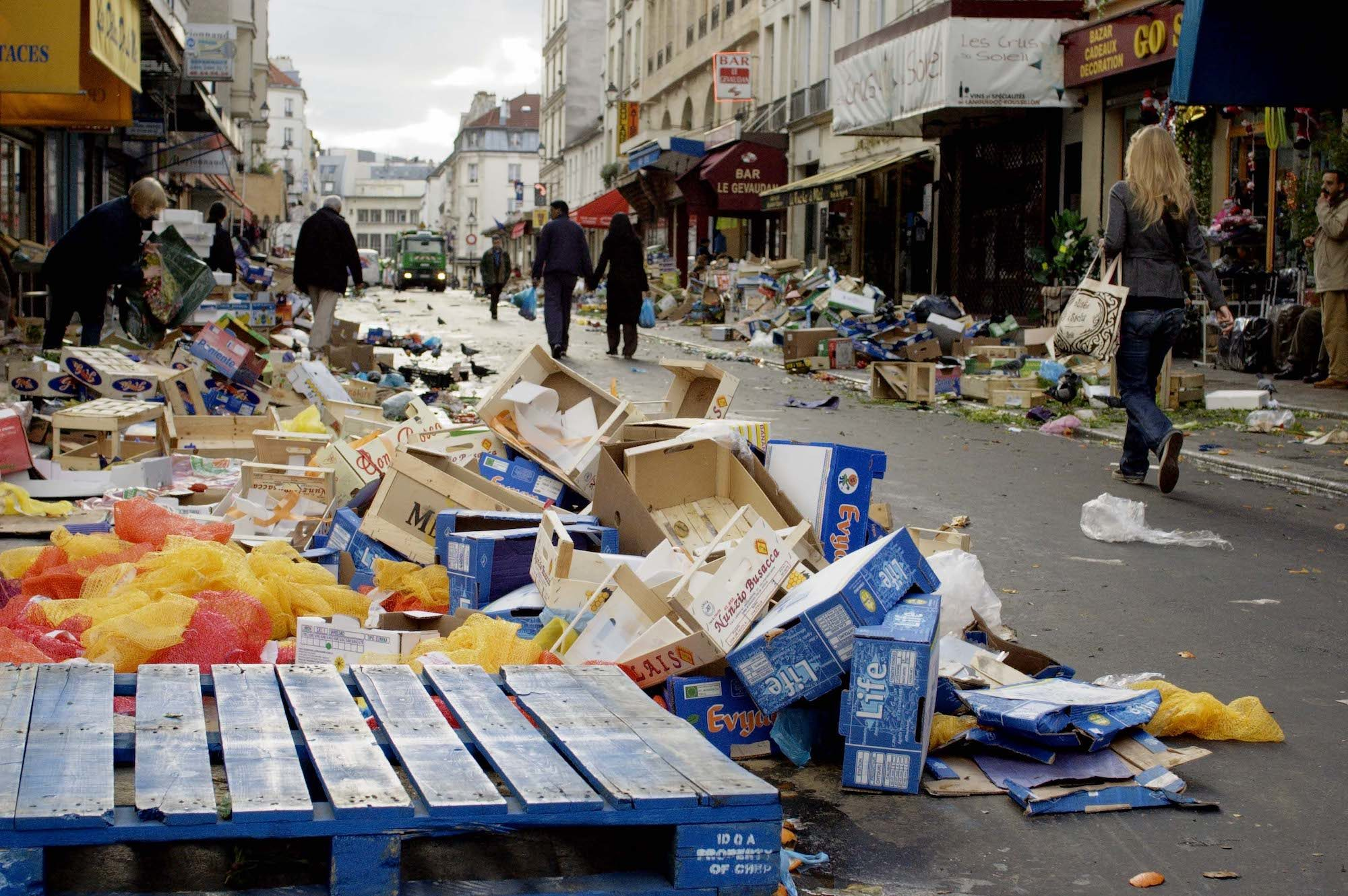 The waste after market days in Paris - HiP Paris Blog covers France's plastic ban which aims to reduce single-use plastic waste, linked to climate change and other environmental threats.