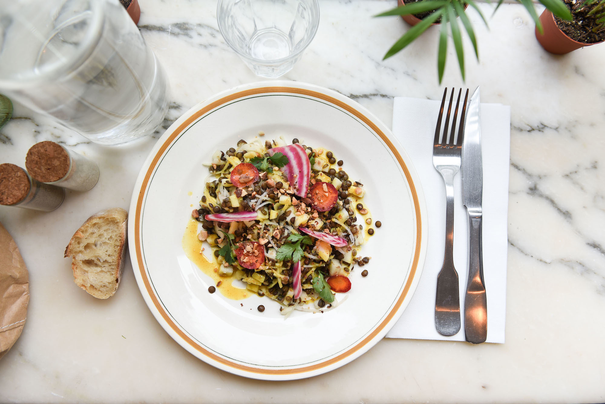 Where to go for a gluten-free lunch in Paris and taste fresh salads like this one.