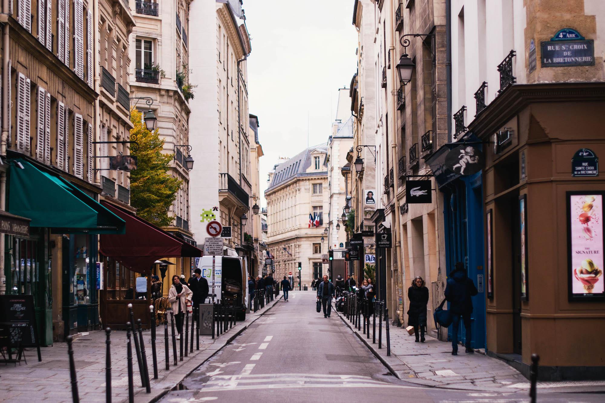 A quite morning on rue Saint Croix de la Bretonnerie in Paris' 4th arrondissement.